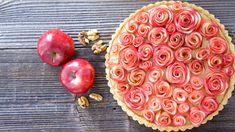 Že na jablečném koláči už není co vymyslet? A co když z jablek umotáte roztomilé růžičky, do korpusu přidáte křupavé ořechy a vše doplníte jemným žloutkovým krémem? Za takový koláč se nebudete stydět ani před tchyní! Little Bunny Foo Foo, Three Little Pigs, Mellow Yellow, Plum, Treats, Canning, Fruit, Vegetables, Sweet