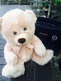 Meine Geburtstagsgeschenke  (Teddybär + MK Tasche)
