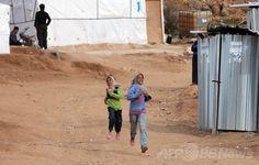 レバノンのシリア難民、100万人を超える 国連 国際ニュース:AFPBB News    /  レバノン・ベカー渓谷(Bekaa Valley)の町アルサル(Arsal)に設置されたシリア難民キャンプの子どもたち(2014年3月28日撮影)。(c)AFP/JOSEPH EID