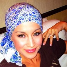 Kellie Pickler shaved her head in support of her BFF. I adore her for this.