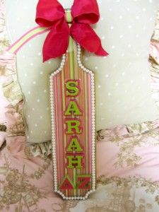 Stressing over making the perfect paddle for your Big Sister? Here are some tips and ideas for how to make the perfect sorority paddle for your sister! Phi Sigma Sigma, Alpha Sigma Alpha, Kappa Delta, Phi Mu, Theta, Sorority Paddles, Sorority Crafts, Sorority Life, Delta Zeta Crafts