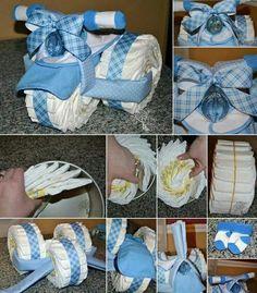 Moto hecha con pañales para baby shower.