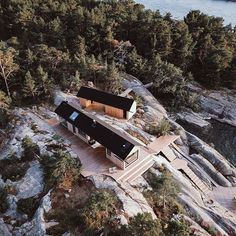 Project Ö cabin in Kimito Island, Finland designed by Aleksi Hautamäki Cabin Design, Nordic Design, House Design, Small Buildings, Beautiful Buildings, Cladding Design, Summer Cabins, House With Porch, Waterfront Homes