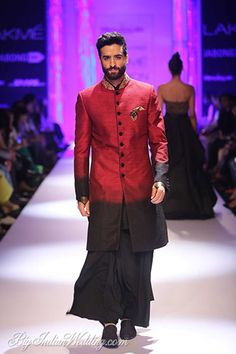 Indo-Western wear simply means the fusion of Indian and western wear. Read on to know about how to style indo-western outfits to style it like a pro. India Fashion Men, Indian Men Fashion, Men Fashion Show, Mens Fashion Blog, Fitness Fashion, Men's Fashion, Fashion Dresses, Sherwani, Lakme Fashion Week 2015