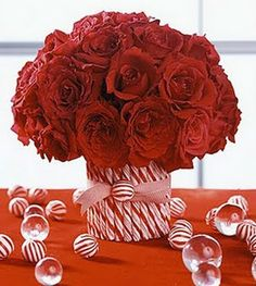 Gorgeous Christmas centerpieces don't need to take a lot of time or expensive materials—these dazzling holiday centerpieces prove it. Get inspired with beautiful yet easy Christmas table decorations that will wow your family and guests. Christmas Table Centerpieces, Candy Christmas Decorations, Christmas Table Settings, Christmas Candy, Simple Christmas, All Things Christmas, Christmas Holidays, Christmas Crafts, Centerpiece Ideas