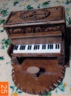 Pianoforte in miniatura (scale model of a pianoforte)