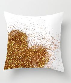 These glitter craft decor projects are so cute!!! Shown: DIY Glitter Heart Pillow. @ Home Design Ideas