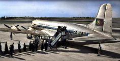 Embarque de passageiros no DC-4 Skymaster CS-TSD dos T.A.P., Portela, c. 1950 (Fototipia animada, esp. do C.te Amado da Cunha. Col. do Sr. Ant.º Fernandes) Douglas Dc 4, Lisbon Airport, 1950, Cs, Vintage Travel, Planes, Fighter Jets, Aircraft, Cunha