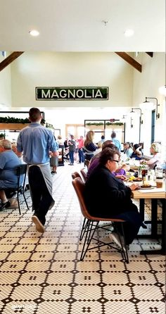 Magnolia Table Tour - walk through the Take Away Market, shop for Magnolia Market gifts, and order breakfast at Magnolia Table on this tour of the Waco, Texas restaurant by Fixer Upper stars Chip and Joanna Gaines! Casa Magnolia, Magnolia Fixer Upper, Magnolia Market, Farmhouse Entryway Table, Modern Farmhouse Decor, Farmhouse Kitchen Decor, Magnolia Table Restaurant, Restaurant Design, Jo And Chip Gaines