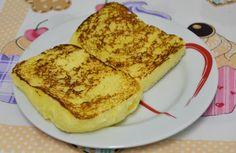 Panini Low Carb  1 ovo  2 colheres de sopa de requeijão  1 colher de sopa de parmesão ralado  1 colher de café de fermento em pó (químico)  Misturar tudo em um pote que possa ir no microondas, por aqui, 3 minutos são suficientes para um lindo pãozinho!!