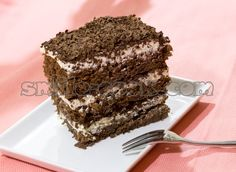 """Торт """"Эспрессо""""  Этот десерт можно готовить в виде торта, а можно при подаче нарезать небольшими кусочками - пирожными. По вкусу оно слегка напоминает десерт """"тирамису"""" - яркий вкус кофе и крем на основе маскарпоне."""