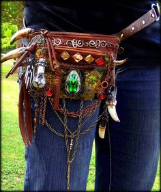 I love the idea of this bag... Maybe a belt bag instead though. I'm iffy about it being an entire belt.