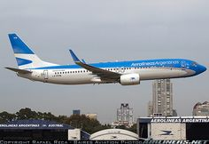 Boeing 737-8SH aircraft picture