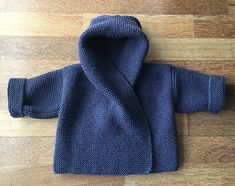 Knitting Pattern for Easy Baby Hooded Wrap Cardigan - Quick and easy hoodie in garter stitch in 3 sizes to fit chest: Designed by Audrey Wilson. Pictured project by parksidepurler by altheaA quick and very easy knitting pattern, perfect for the new t Baby Sweater Patterns, Knit Baby Sweaters, Cardigan Pattern, Baby Patterns, Baby Knits, Baby Cardigan Knitting Pattern Free, Knitting Sweaters, Knitting Wool, Crochet Cardigan