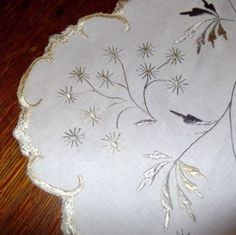Antique-Linen-20-Centerpiece-w-Silk-Embroidery-Flower-Shaped-Floral-Leaf-Motif