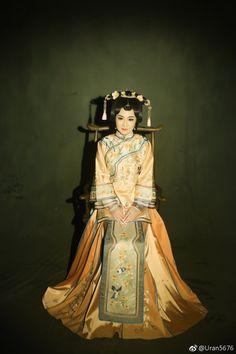微博 Folk Costume, Costumes, Vietnamese Clothing, Qing Dynasty, Traditional Outfits, Hair Beauty, Chinese, Cosplay, Modern