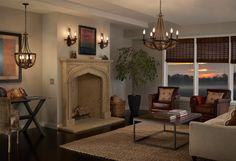 #Salon de style #transitionnel avec #murale et #chandelier. / #Transitional #livingroom with #wallsconce and #chandelier.