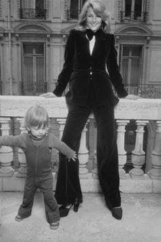 Charlotte Rampling et son fils Barnaby, Paris 1974 http://www.vogue.fr/mode/inspirations/diaporama/belles-en-smoking/4685/image/374632#charlotte-rampling-et-son-fils-barnaby-paris-1974