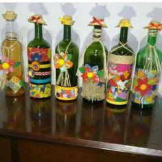 """Traquinarte on Instagram: """"As garrafas lindas de @selma.oliveira2 estão de volta!!!! Encomendei já as suas e deixe sua casa ainda mais linda no São João!!!"""" Shaby Chic, Diy Home Crafts, Bottle Art, Handicraft, Tropical, Wallpaper, Party, Painting, Home Decor"""