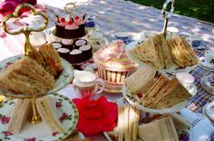 Why not have a vintage style picnic party for your hen-do? | 5 STAR WEDDING BLOG - The Luxury Wedding Blog