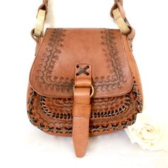 Vintage hand Tooled Leather purse / Tanzanian Hand Tooled Leather Handbag by EllasAtticVintage on Etsy Tooled Leather Purse, Stitching Leather, Leather Tooling, Leather Handle, Tan Leather, Leather Purses, Leather Handbags, Hand Tools, Vintage Leather