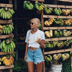 A l o h a vibes & fresh fruit stands