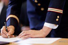 photo signature mairie marié groom officier marine militaire costume by modaliza photographe