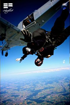 EF founder Roger Widmer leaving his comfortzone. Skydiving, Comfort Zone, Athlete, Sci Fi, Leaves, Science Fiction