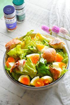エッグリーンサラダ 朝ベジ ワンボウルごはん|レシピブログ Cobb Salad, Salad Recipes, Potato Salad, Spices, Food And Drink, Potatoes, Japan, Ethnic Recipes, Salad