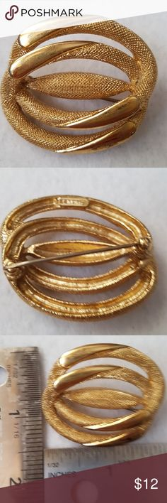 Vintage Brooch Monet VINTAGE MONET so Signed Gold tone Metal ~ Your Brooch  Will Arive Gently Wrapped in a New Jewelry Pouch ~ Any Questions Please Ask ~ Open to Reasonable Offers or Bundles ~ MONET Jewelry Brooches