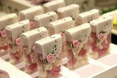 Wonderful Screen Baby Shower Decorations recuerdos Tips Congratulate parents-to-be by placing using a terrific infant shower. How do you make a shower wonderful? Wedding Favours, Wedding Gifts, Diy Wedding, Wedding Ideas, Shower Favors, Baby Showers, Party Time, Diy And Crafts, Bridal Shower