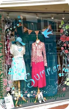 This months visual merchandising inspiration comes from Rowans Hospice Shop, North End Portsmouth. All of their displays are unique and creative, displaying their stock to its best advantage. Charity Shop Display Ideas, Shop Ideas, Bergdorf Goodman, Store Concept, Window Display Retail, Decoration Vitrine, Pop Up, Visual Merchandising Displays, Shop Front Design