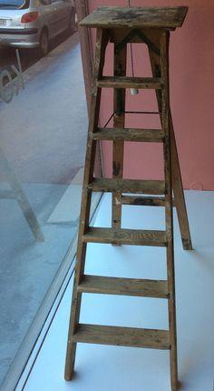 puiset kokoontaittuvat tikkaat 1950 luvulta, avattuna korkeus 139, leveys 49, syvyys 103cm