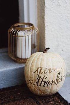 Love this pumpkin decor for Thanksgiving