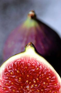 fresh figs - one of my favourite fruits ever! Picked fresh off the tree! Dried Figs, Fresh Figs, Fresh Fruit, Fruit And Veg, Fruits And Veggies, Fig Fruit, Healthy Fruits, Fresh Vegetables, Healthy Food