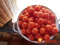 Preserving Tomatoes by Freezing Tomaten durch Einfrieren haltbar machen Freezing Tomatoes, Preserving Tomatoes, Fruits And Vegetables, Veggies, Sliced Tomato, Frozen Fruit, Canning Recipes, Sun Dried, Cherry Tomatoes