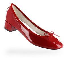 Des ballerines vernis rouge repetto