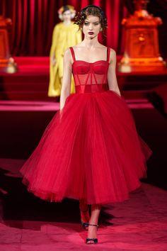 Dolce & Gabbana Fall 2019 Ready-to-Wear Fashion Show - Rot Mode Inspiration - Elegant Dresses, Pretty Dresses, Beautiful Dresses, Awesome Dresses, Fabulous Dresses, Couture Fashion, Runway Fashion, Fashion Show, Fall Fashion