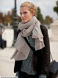 Fashionista: Sriped Sweater,Jacket and Scarf Looks Street Style, Looks Style, Style Me, Look Fashion, Fashion Models, Fashion Outfits, Fashion Scarves, Fall Fashion, Teen Fashion