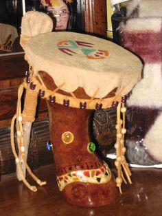 drum gourd Old Musical Instruments, Drum Instrument, Homemade Instruments, Hand Painted Gourds, Gourd Art, Native Art, Artist At Work, American Indians, Pumpkin Carving