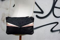 Mini sac en cuir noir à reflet à pois rose et or // par Lindiscrete