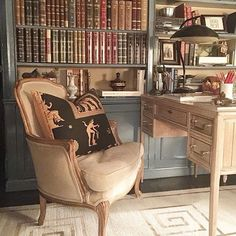 #DecorSpotting  @garrowkdesigns library nook with the egyptian elements thrown in looks like a book lover's paradise. Raise your hand if you love this too!