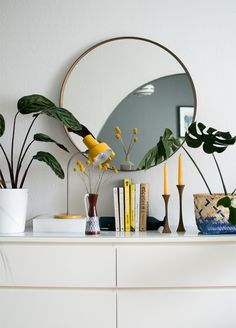 Décoration et inspiration pour la maison - Frenchy Fancy - Page 36 sur 163 My Living Room, Home And Living, Interior Lighting, Interior Styling, Console Table Styling, Boho Stil, Vintage Stil, Vintage Decor, Bedroom Accessories