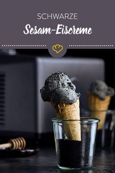 Schwarze Sesam Eiscreme in der Waffel Sorbet, Ice Ice Baby, Sweet Life, Popsicles, Clean Eating, Deserts, Food And Drink, Low Carb, Ice Cream