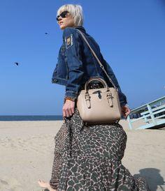 Linda Tol wears a TRUSSARDI JEANS look and the TRU TRUSSARDI Tinny Bag.