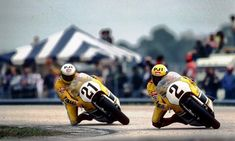 Kenny Roberts & Eddie Lawson ~ YRT-Yamaha YZR500 ~ 1983 Daytona 200 Eddie Lawson, Racing Motorcycles, Street Motorcycles, Classic Motors, Sport Bikes, Vintage Bikes, Dirt Track, Road Racing, Motogp