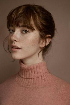 Portrait Photography Inspiration : Monochrome look in peach/rose. Natural makeup… Portrait Photography Inspiration : Monochrome look in peach/rose. Beauty Care, Beauty Hacks, Hair Beauty, Beauty Skin, Beauty Ideas, Beauty Guide, Beauty Trends, Beauty Secrets, Portrait Fotografie Inspiration