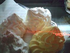 Dulce de Suspiro o Merengue en panadería