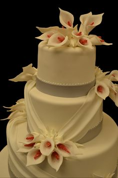 wedding cake with lilies and roses 1000 images about calla wedding cakes on 26922