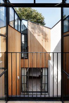 Ta niewielka Londyńska willa zaprojektowana została przez studio projektowe Rosée de Sa Architekci. Z początku mieściła się tam niewielka szopa, która stała...